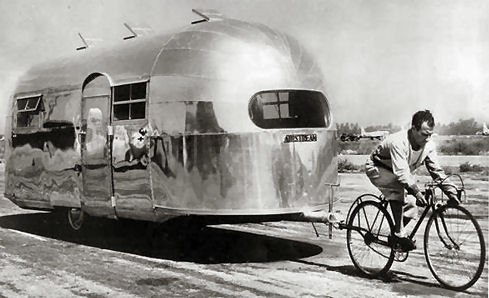 ~Retro~Airstream.jpg (35584 bytes)