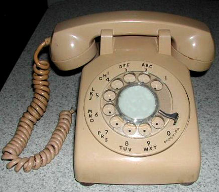 ~Retro~DialPhone.jpg (37364 bytes)
